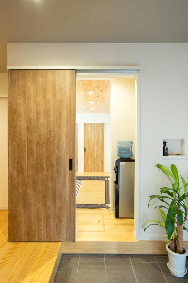 大分市桃園|短い家事動線が暮らしやすさを高める玄関フロア