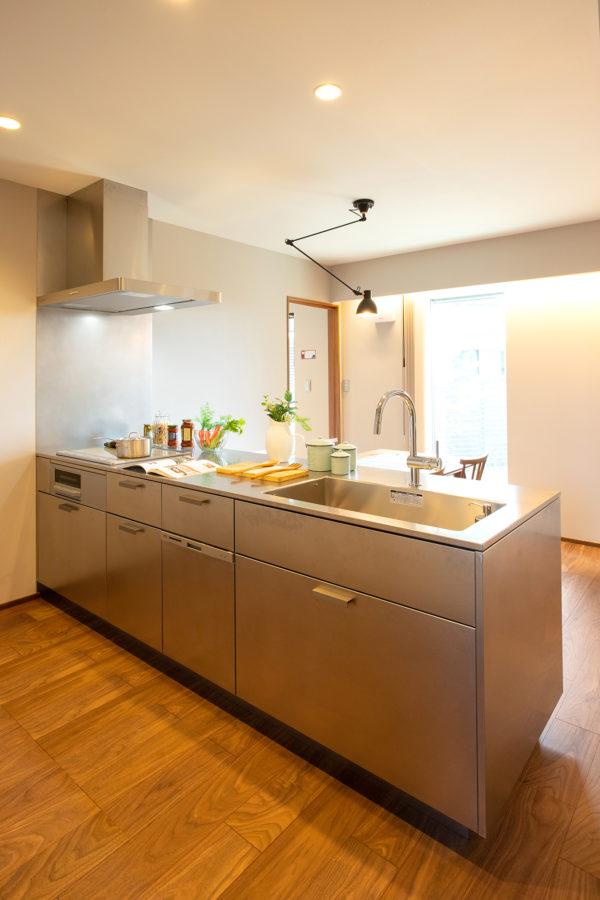 豊後高田市来縄|シンプルかつ機能的で衛生的なオールステンレスキッチン