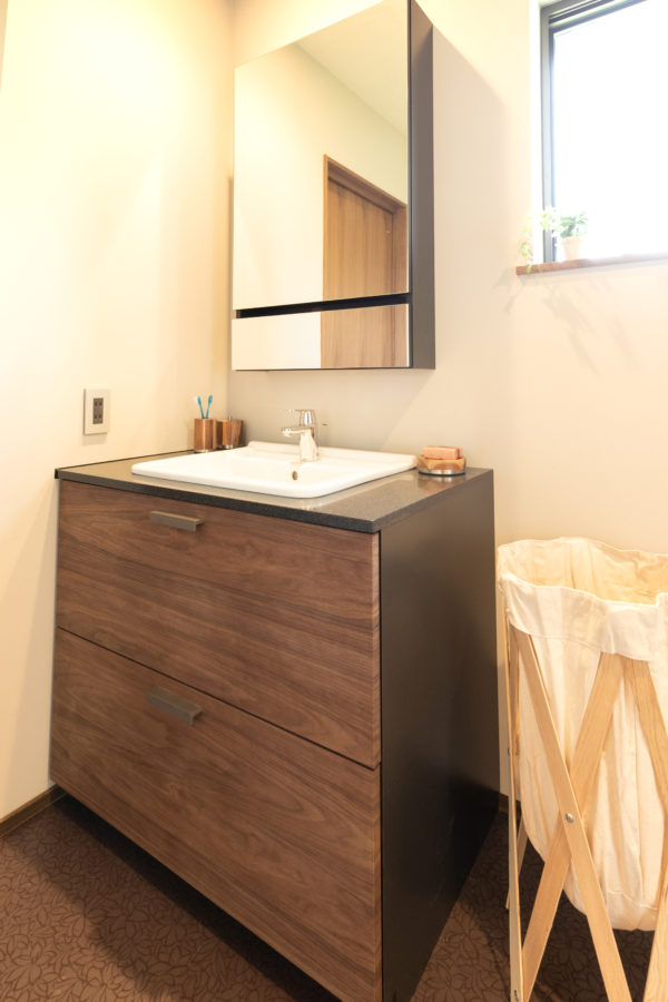 豊後高田市来縄|「RILNO」と提携して造作したオリジナルの洗面化粧台