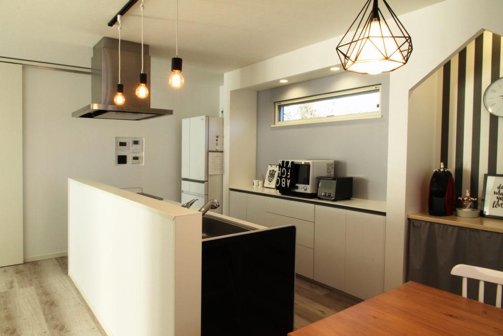 大分市|ブラック×ホワイトなキッチン空間